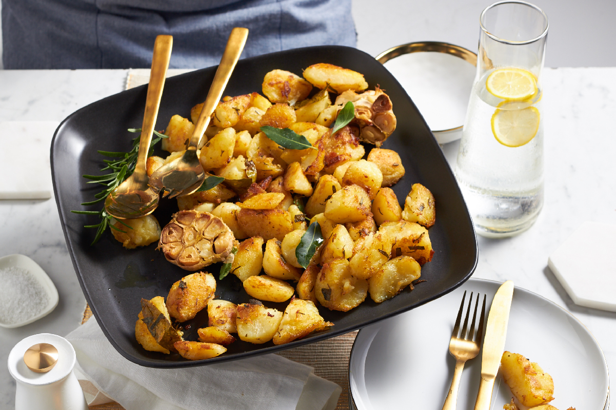Easter recipe: CRUNCHY HERB AND GARLIC POTATOES RECIPE